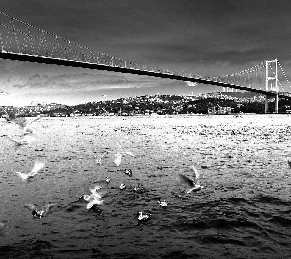 ortaköy-sahil-siyah-beyaz.jpg