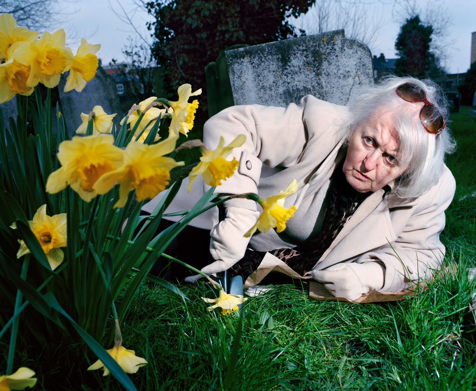 Old Woman with Narcissus_PiotrKarpinski3