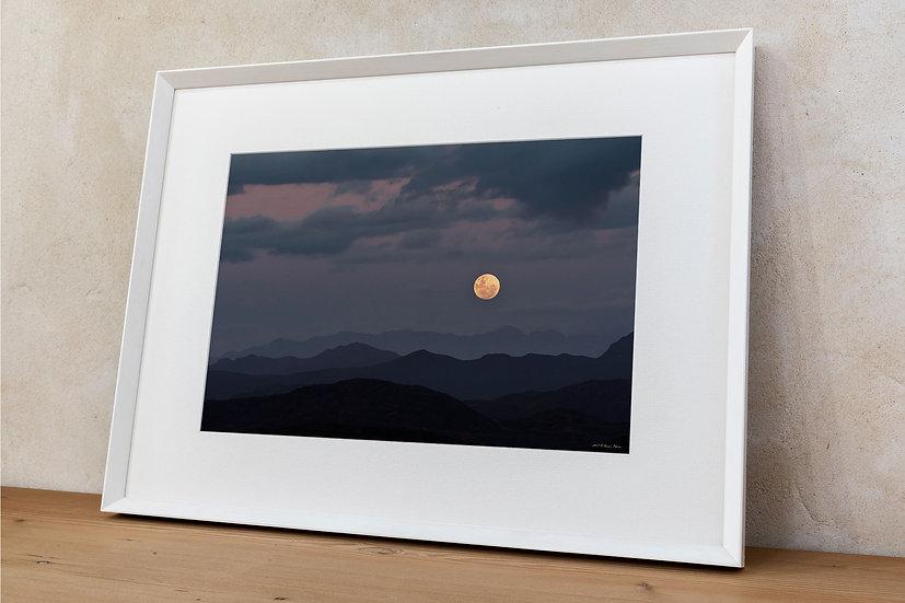 'full moon rising'