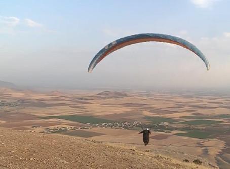Mardinli paraşütçüden referandum için destek uçuşu