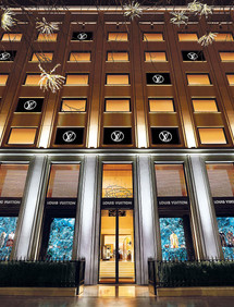 Louis Vuitton, avenue Montaigne, Paris
