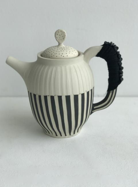 black/white teapot