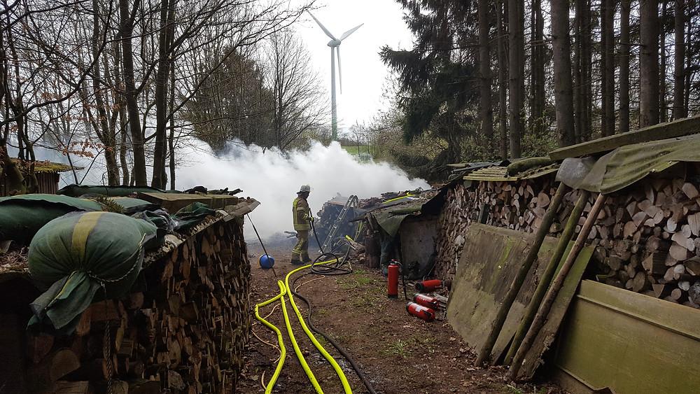 Brandstelle Holzlager Hallschlag - FF Stadtkyll