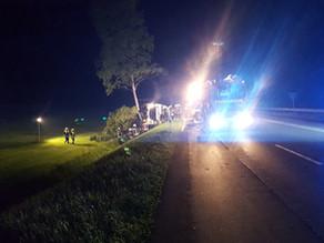 TH - LKW-Unfall auslaufende Betriebsstoffe