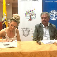 Signing a contract with the Ecuadorian g