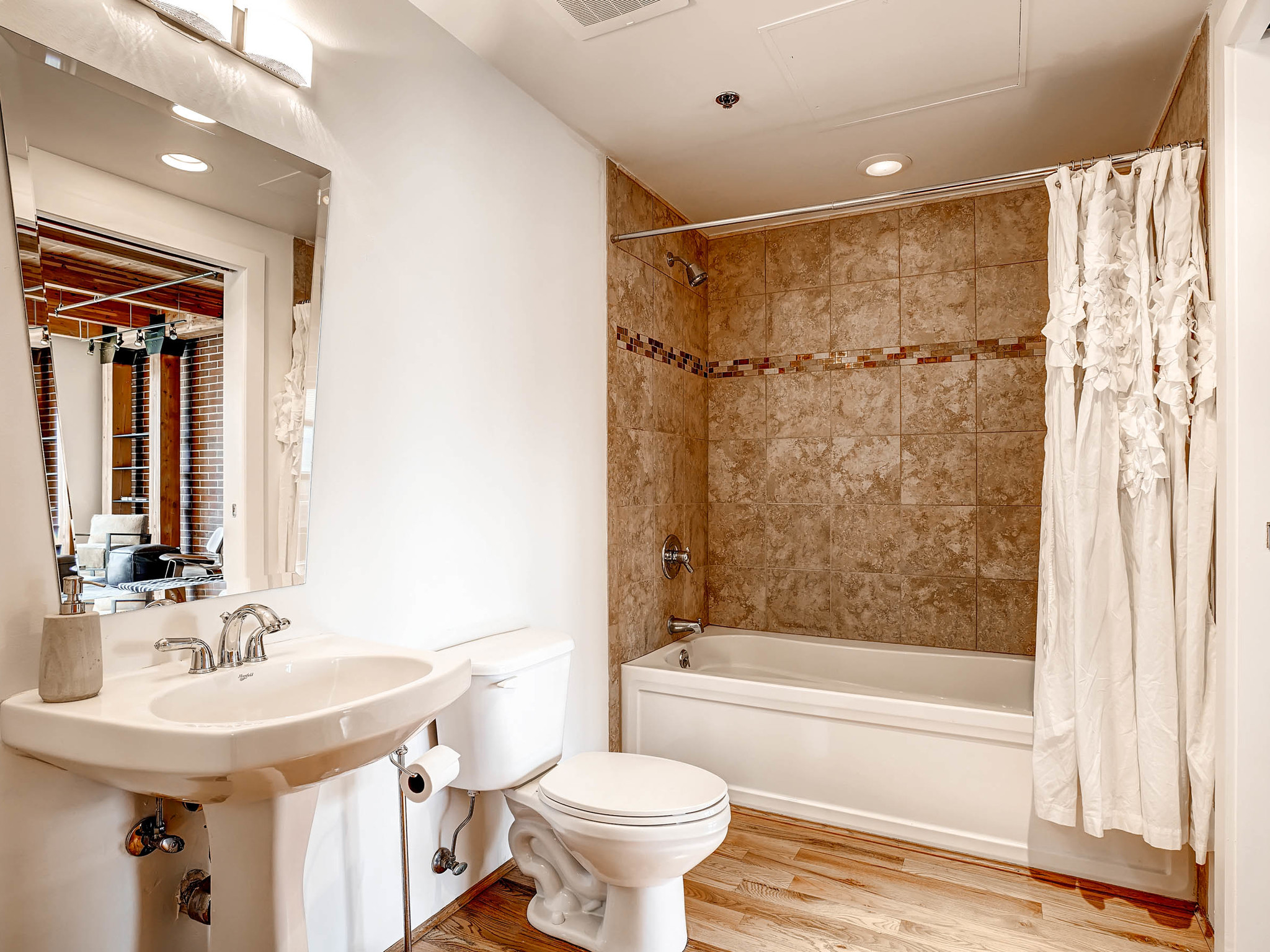 2955 Inca St Unit 3M Denver CO-MLS_Size-010-11-Master Bathroom-2048x1536-72dpi