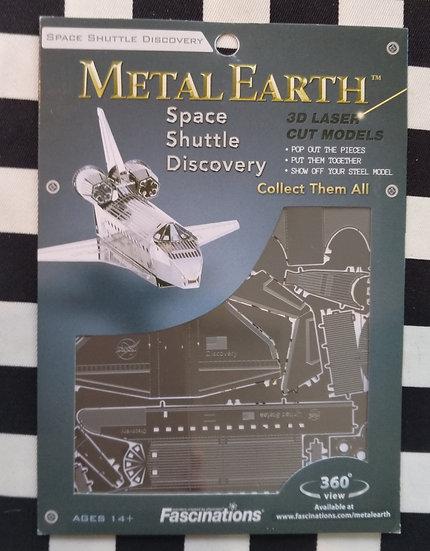 Space Shuttle Discovery להרכבה