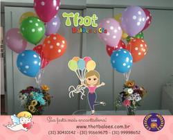 Facebook - E quem disse que balão com flor não combina?????