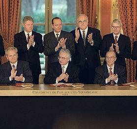 640px-Signing_the_Dayton_Agreement_Milos