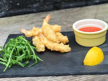 King tempura prawns with sweet chilli dip