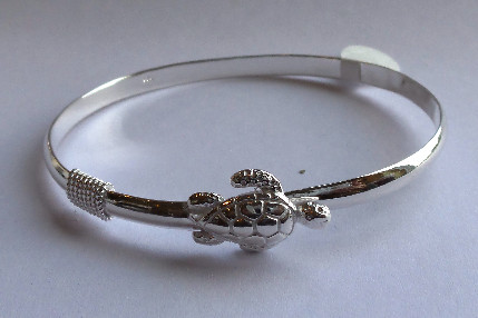 This Is A Sterling Silver Bangle Bracelet That Clips Shut On The Underside Of Turtle 7 Inches Around When Clasped