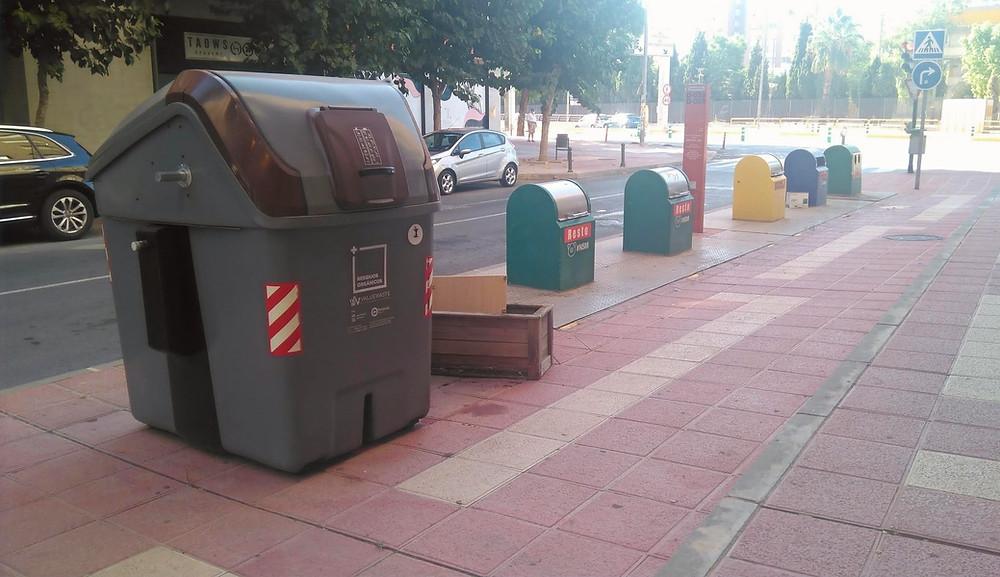 Clasificación selectiva por colores para el reciclaje de los residuos municipales. Sistema integrado de gestión. El Rollo Verde. Región de Murcia.