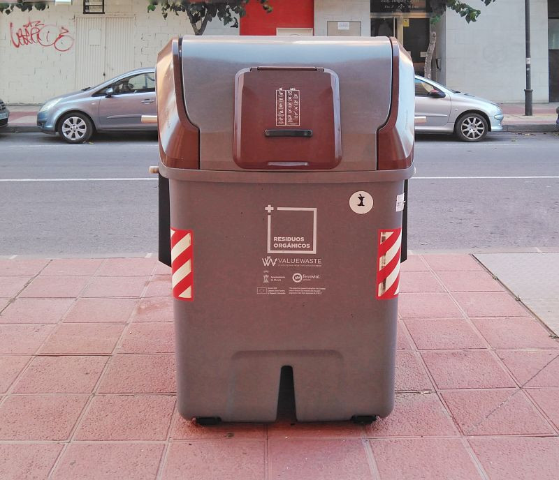 Contenedor de residuos orgánicos. ZeroWaste. El Rollo Verde. Región de Murcia.