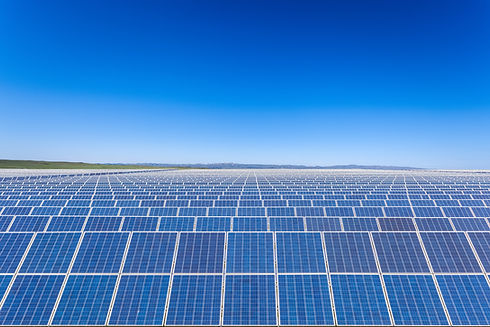 solar-power-plants-with-blue-sky-PUCE9T8