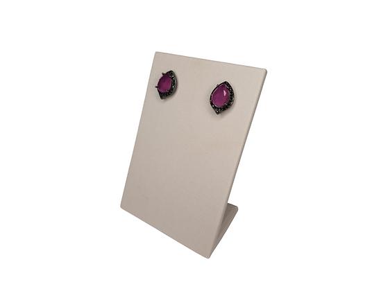 Brinco com pedra rosa folheado a ródio negro