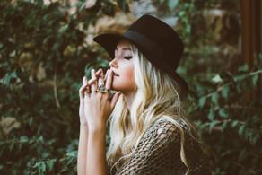 Semijoias: como combinar com as roupas que você usa?