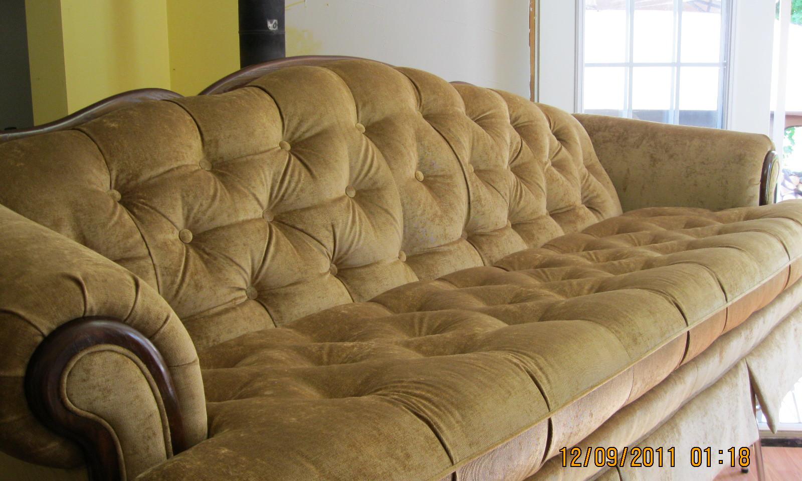 Sofa 008.JPG