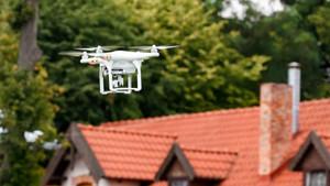 Многие дачники обеспокоены появлением над их участками дронов