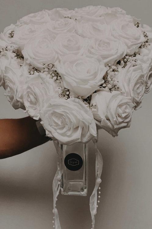 Beyond Infinity Brautstrauß White Elegance