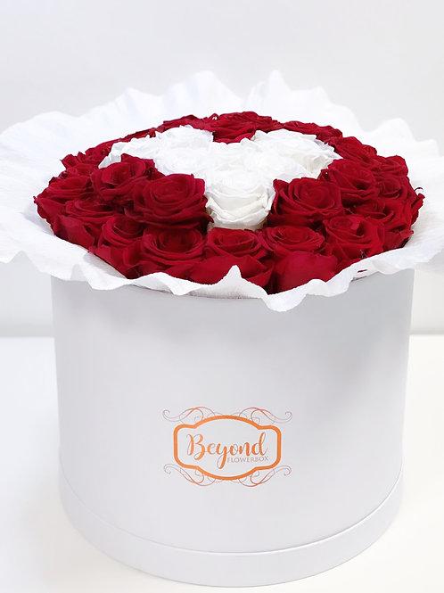 Sonder-Edition: weiße/schwarze Box mit Herz-Bouquet