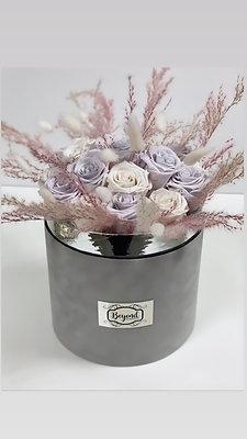 Trockenblumen Infinity Bouquet hell grauer Samtbox mit Silberrand