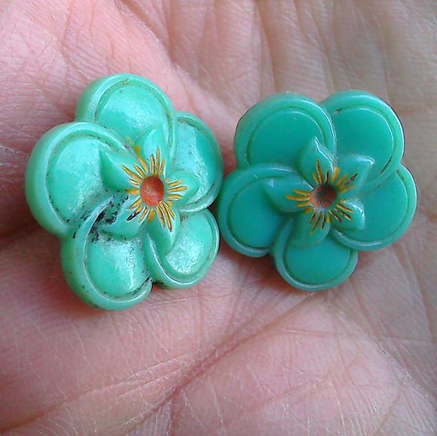 2 buttons 1.jpg