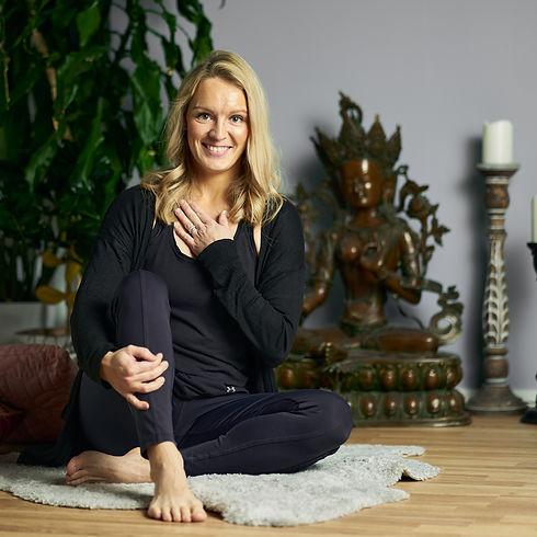 om-yoga-sessio-21593_50668133981_o.jpg