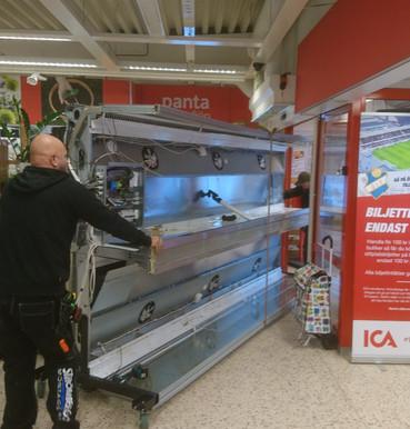 Flytt av frysdisk i ICA Moheda.