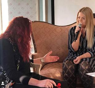 Caroline Hagund blir intervjuad i Morgonsoffan i Arboga