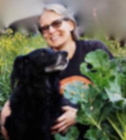 Gunneli Fallmark med hund. Egen Kraft/Hjärtegården