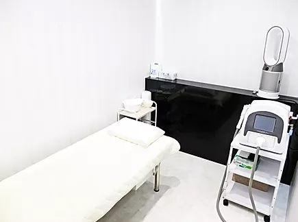 札幌 北区 麻生 セルフホワイトニング メンズ脱毛(ヒゲ脱毛・全身脱毛・vio) BLOW(ブロウ) 完全個室でヒゲからvioまで出来る施術室