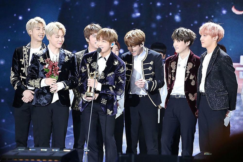 BTS Bangtan Avoid Disbandment Disband Kim Seokjin Jin Kim Namjoon RM V Taehyung Jeon Jungkook JK Park Jimin Jung Hoseok J-Hope Min Yoongi Suga full group forever seven members acceptance speech MAMA 2016
