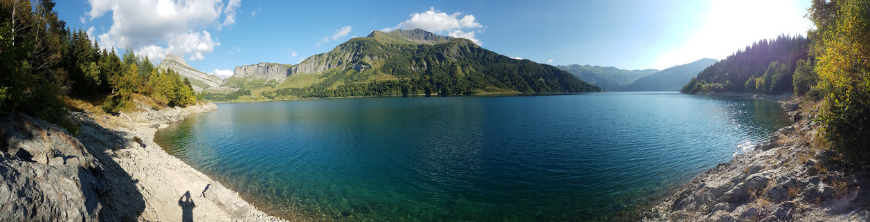 Chilling at the lake (Lac de Roselend)