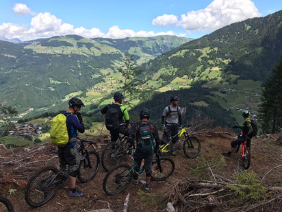 Small briefing before riding a nice and technical secret trail