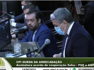 Castro sinaliza intenção de pagar salários no 5º dia útil e recomposição inflacionária a servidores