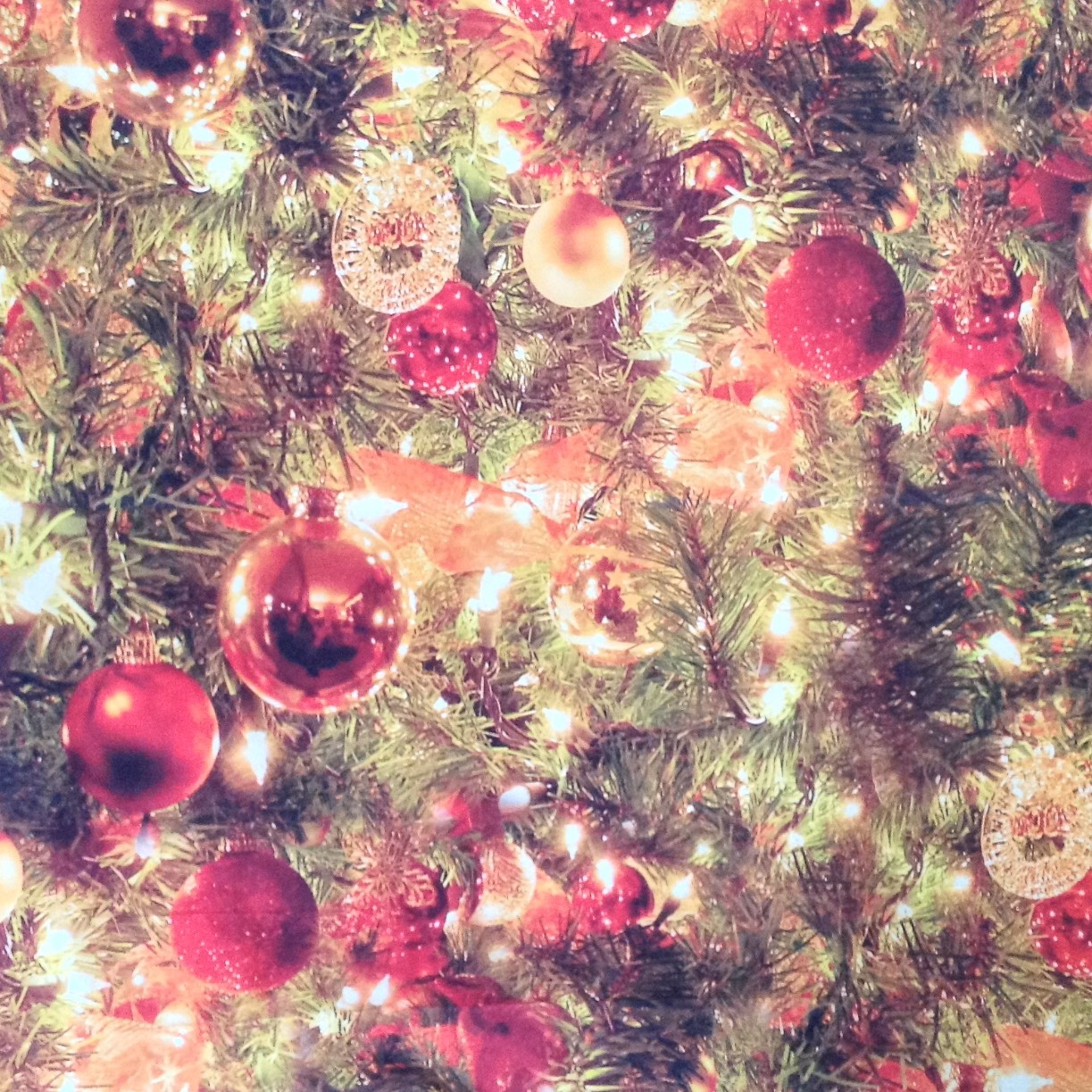 CHRISTMAS TREE 8' X 8'