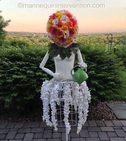 #backyard #beauties #sculpture #creatives #mannequin #artsy #display #shopwindow #manneken #mystyle