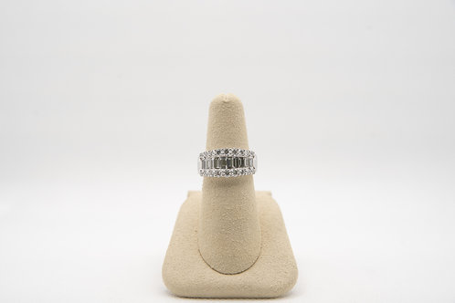 18K Diamond Ring with round & baguette
