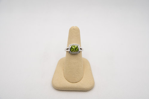 Peridot & Diamond Ring 0.17cts