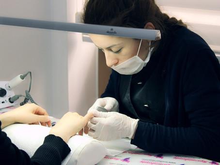 Akrilik Protez tırnak ve Jel Protez Tırnak arasındaki temel farklar