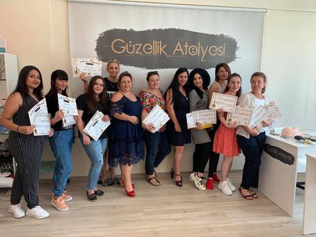 Bursa Güzellik Atölyesinde yoğun katılımlı bir Kaşmir Kirpik Eğitimini grubunu mezun ettik