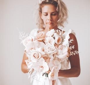 wedding florst holding bridal bouquet in