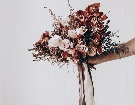 bridesmaids bouquet in autumnal tones