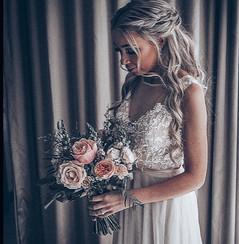bride holding bouquet of wedding flowers