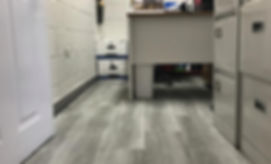 Pisos de vinil Stonewood en oficina
