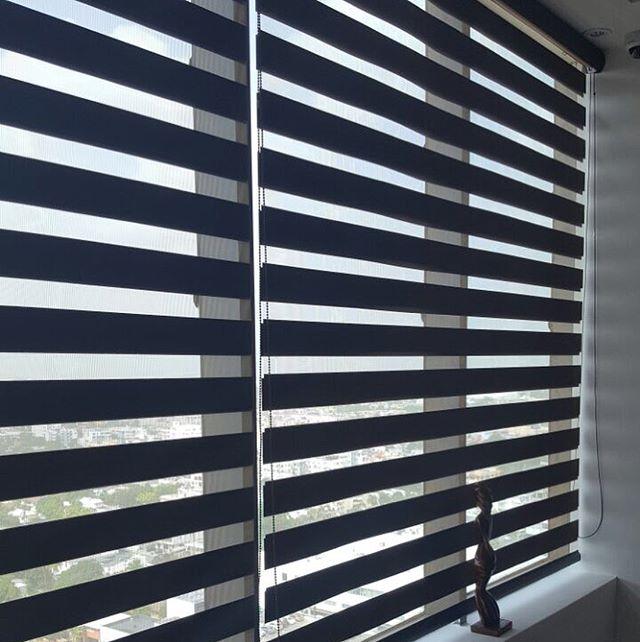 Instalación cortinas neolux zebras en oficinas Proyecto de Blue Mall Santo Domingo
