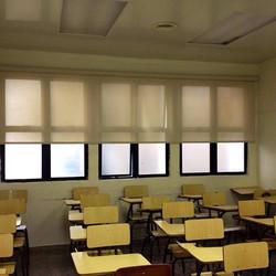 Cortinas roller en aula de clases