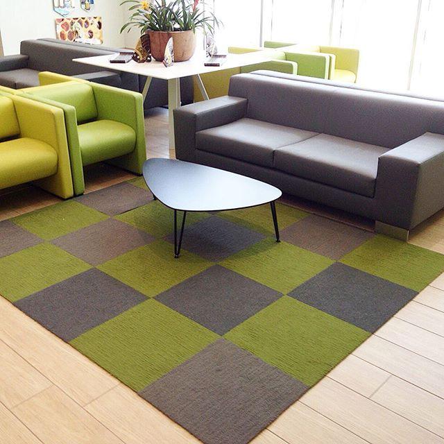Instalación alfombra modular Made you Look, instalada de la mano con _florsquares_rd 📸_ Sala de esp