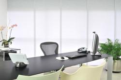 Paneles deslizantes en oficina