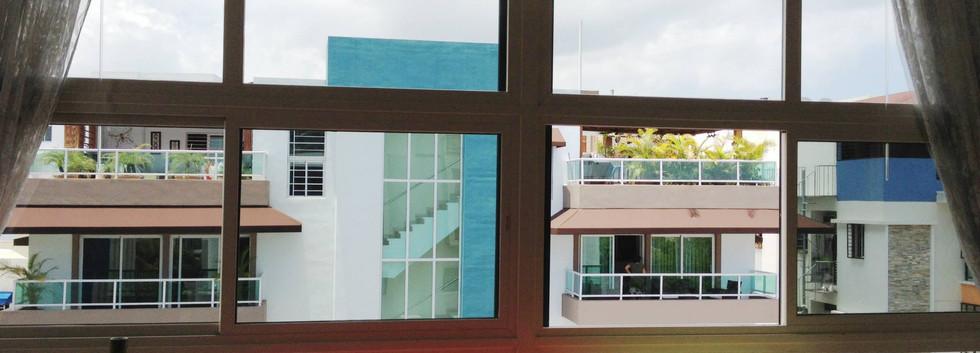 Laminado contra el calor Huper Optik Ceramic 50 en apartamento privado en El Millón